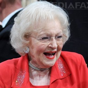 Betty White aniversează 80 de ani de carieră la Hollywood